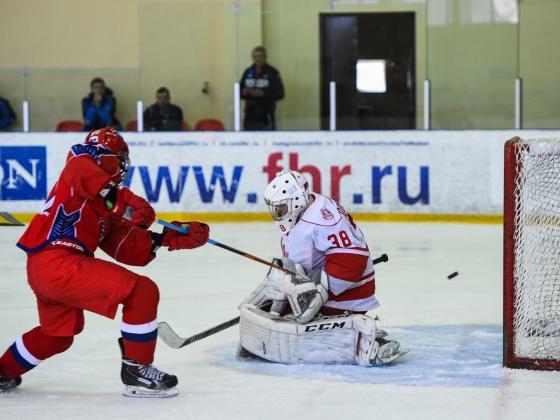 Юниорская сборная России провела выставочный хоккейный матч со сверстниками из команды «Витязь»